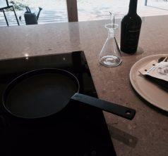 「釜定」シャロウパンと呼ばれる鉄製フライパン
